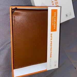Brand new wallet with tags!